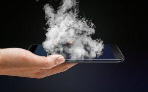 De ce se incalzeste telefonul si se descarca bateria rapid? Afla cauzele si ce poti face in acest caz!