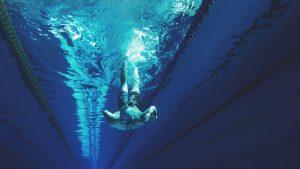 De ce să te apuci de înot și cum să-ți protejezi accesoriile când mergi la înot