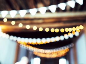 Iluminat curte – solar sau leduri?