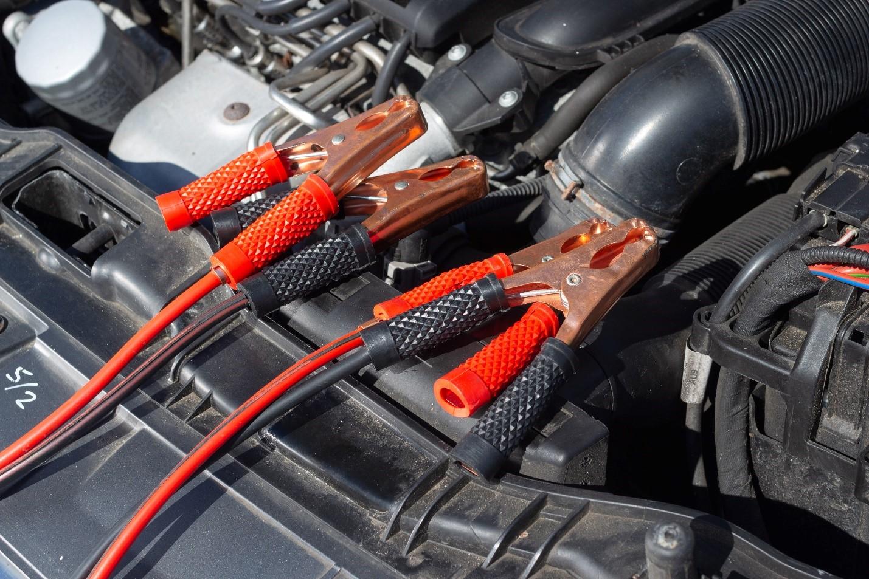 Incarcare baterie auto – cat se tine la incarcat